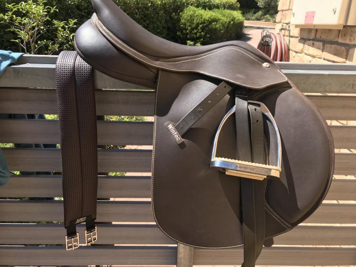 "brown wintec 16.5"" jump saddle"