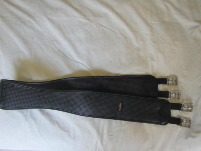 Wintec chafeless elastic girth  140cm Ex Cond