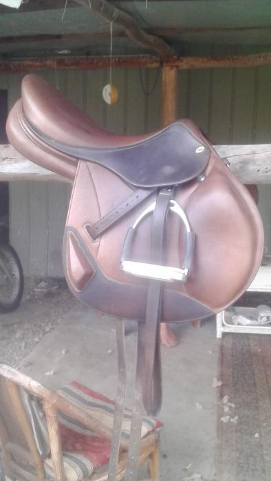 Hoy Jump Saddle + Girth + Stirrups