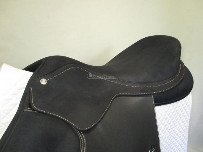 "Wintec Pro 16.5"" Close Contact Jump Saddle"