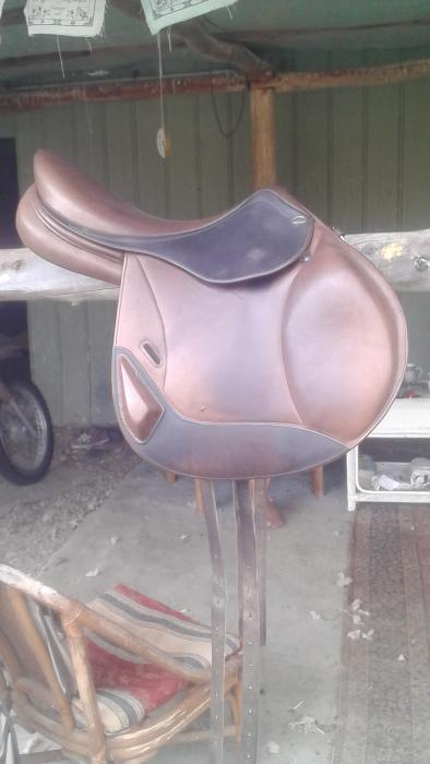 Hoy Jump Saddle + Girth + Stirrups