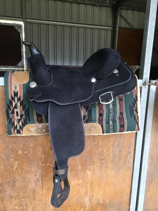Wintec western saddle regular width