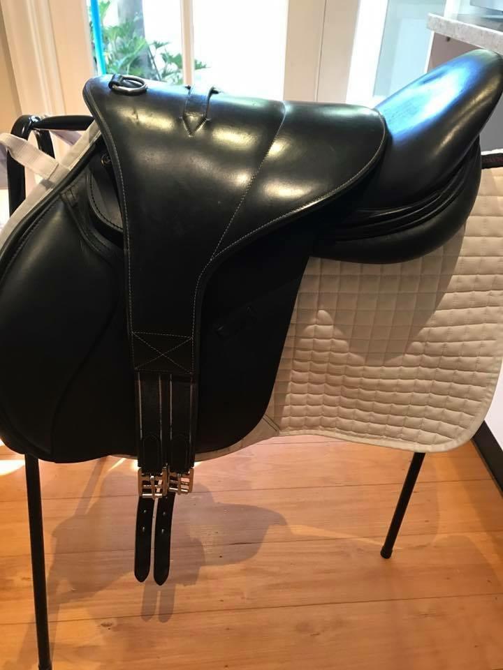 Lucardie Elite jump saddle