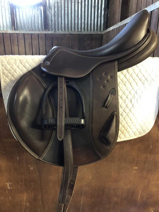 "Southern Stars Eventing Saddle Brown 17"" Mounted"