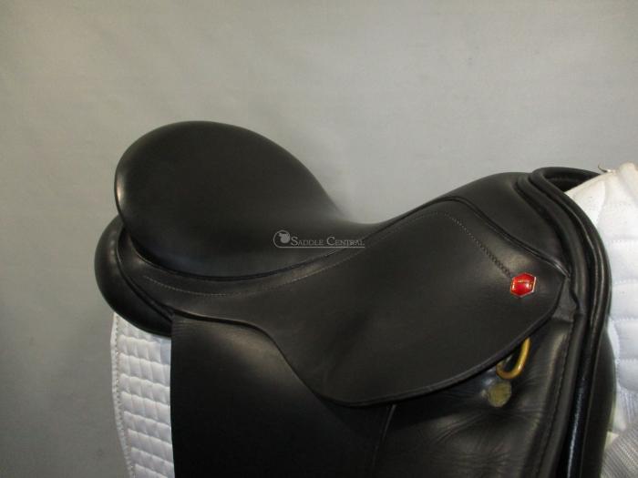 """Albion Legend 17.5"""" W Dressage Saddle"""