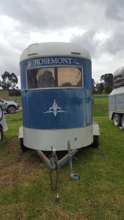 Standard 2 horse straight load Rosemont float