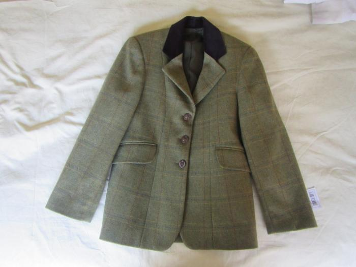 New Show Hunter jacket Child size 12 100% wool
