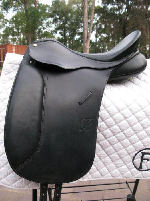 Bates Maestro Dressage Saddle 17""