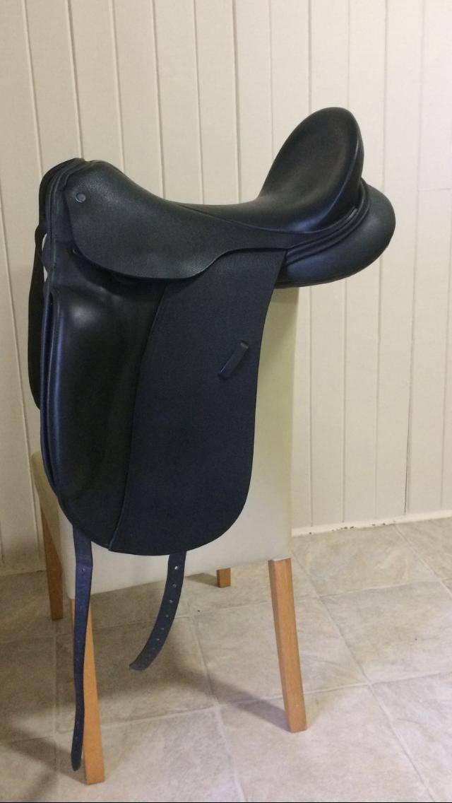 Near New Beautiful Dressage Saddle
