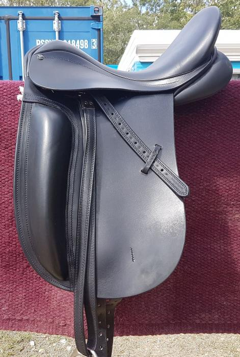 DRESSAGE/SHOW SADDLE COUNTY FUSION