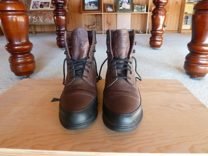 BROWN ARIAT RIDING BOOTS