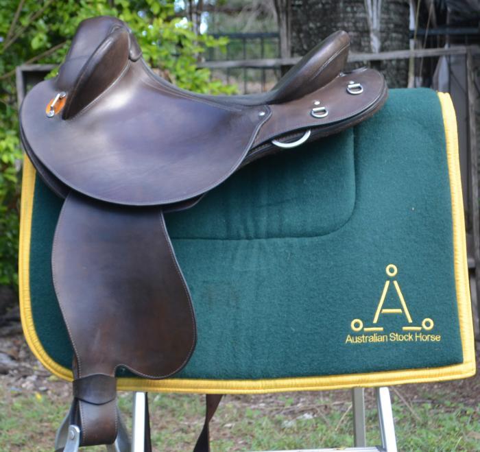 Mareeba Drafter swinging fender saddle AS NEW