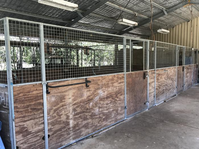 Demountable Galvanised Full Sized Stables set of 3