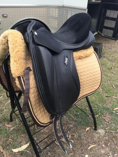 """Saddle 2 - size 18"""""""