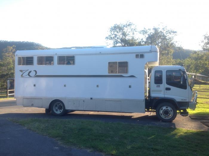 Urgent sale 4 Horse Truck
