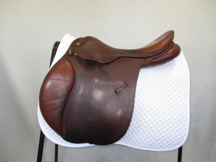 "Michael Whitaker 17"" / 17.5"" Wide Jump Saddle"