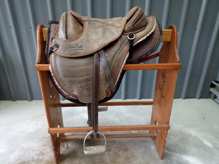 Barefoot Cheyenne Treeless Saddle For Sale