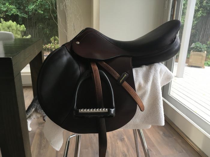 Fully Mounted Amerigo Jump Saddle