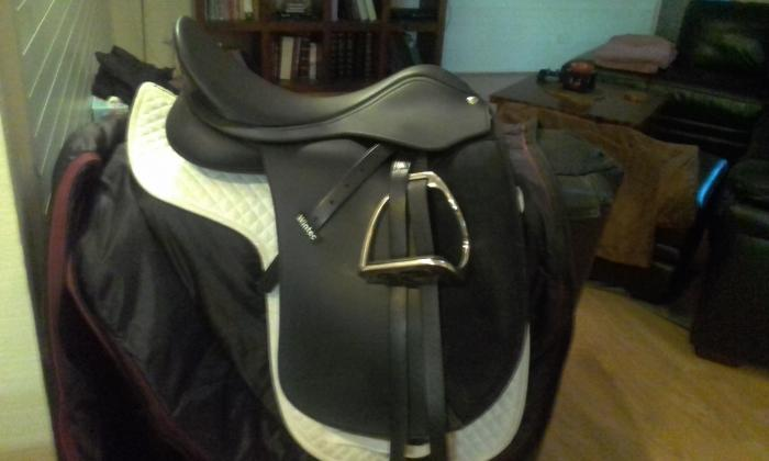 17.5inch NEW Wintec 500 Wide Dressage Saddle, CAIR