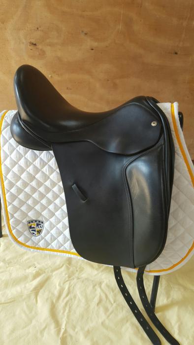 Black Country Dressage Saddle