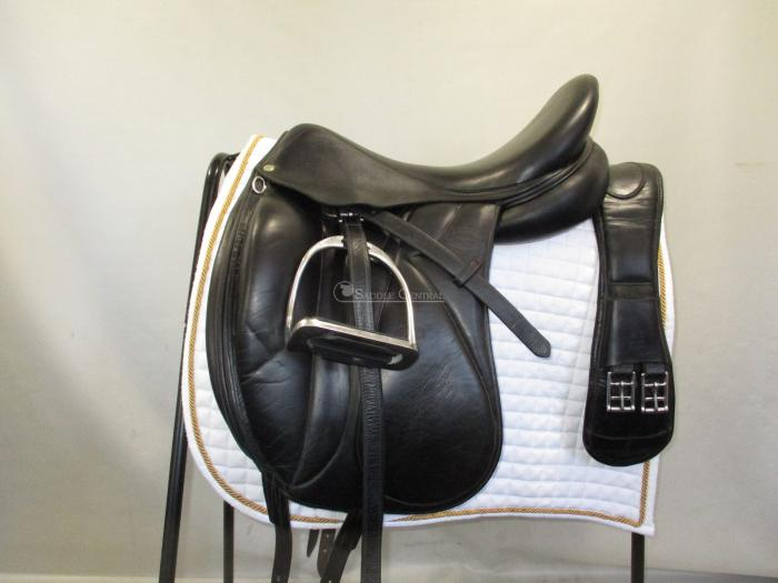 "Devoucoux Makila Monoflap 18"" Dressage Saddle"