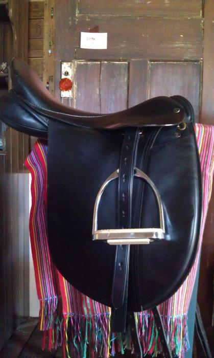 Frank Baines Black Capriole Dressage Saddle 17M