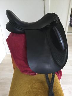 Defiance Force 17.5 Dressage saddle.
