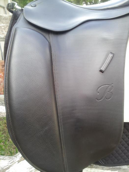 """Black 17"""" Show Saddle"""