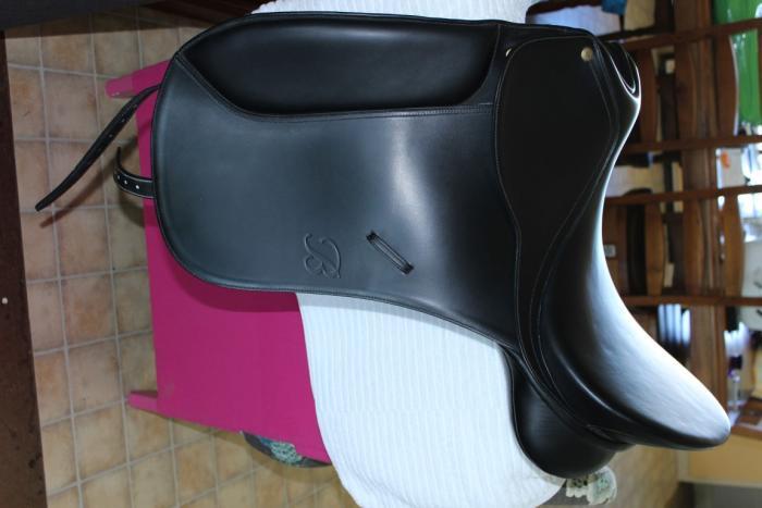 Bates Maestro Dressage Saddle 18Inch Never Used!!
