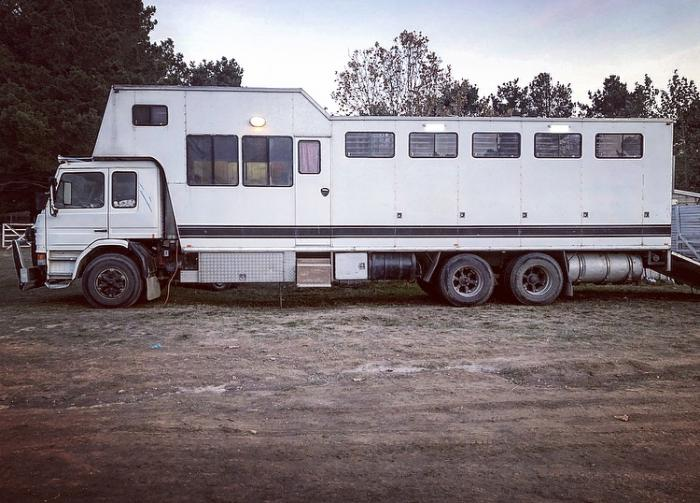 8 horse Scania Truck