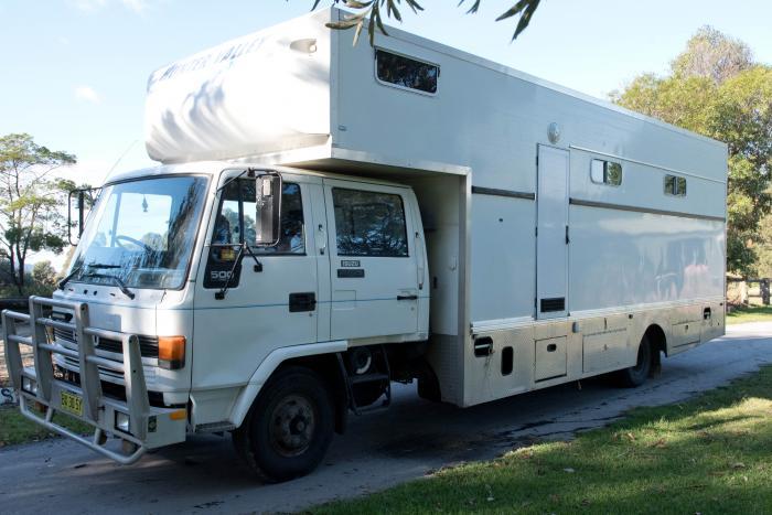 Isuzu Crew Cab Horse Truck