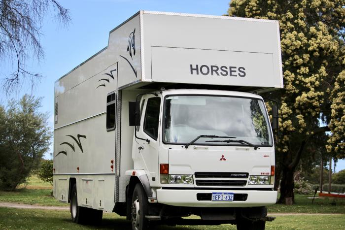 3 Horse Auto Truck
