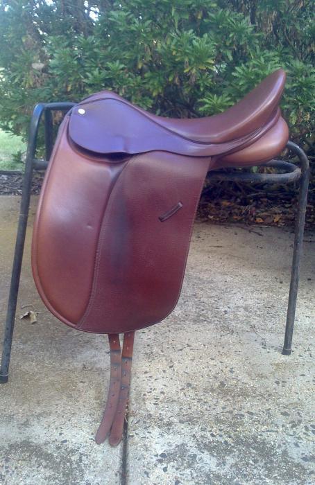 Collegiate Convertible Dressage Saddle