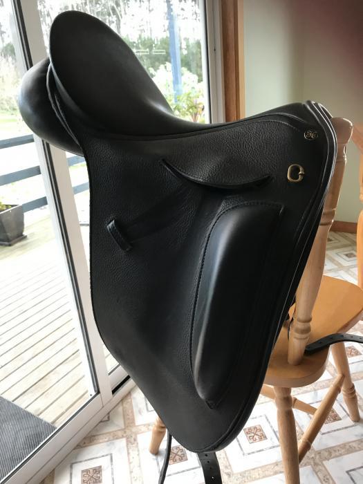 Peter Horrobin 17'' Dressage saddle