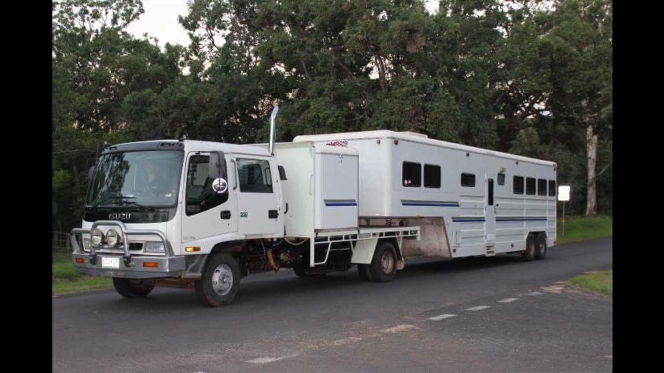 Gooseneck 35ft Macro & Isuzu Dual Cab Truck