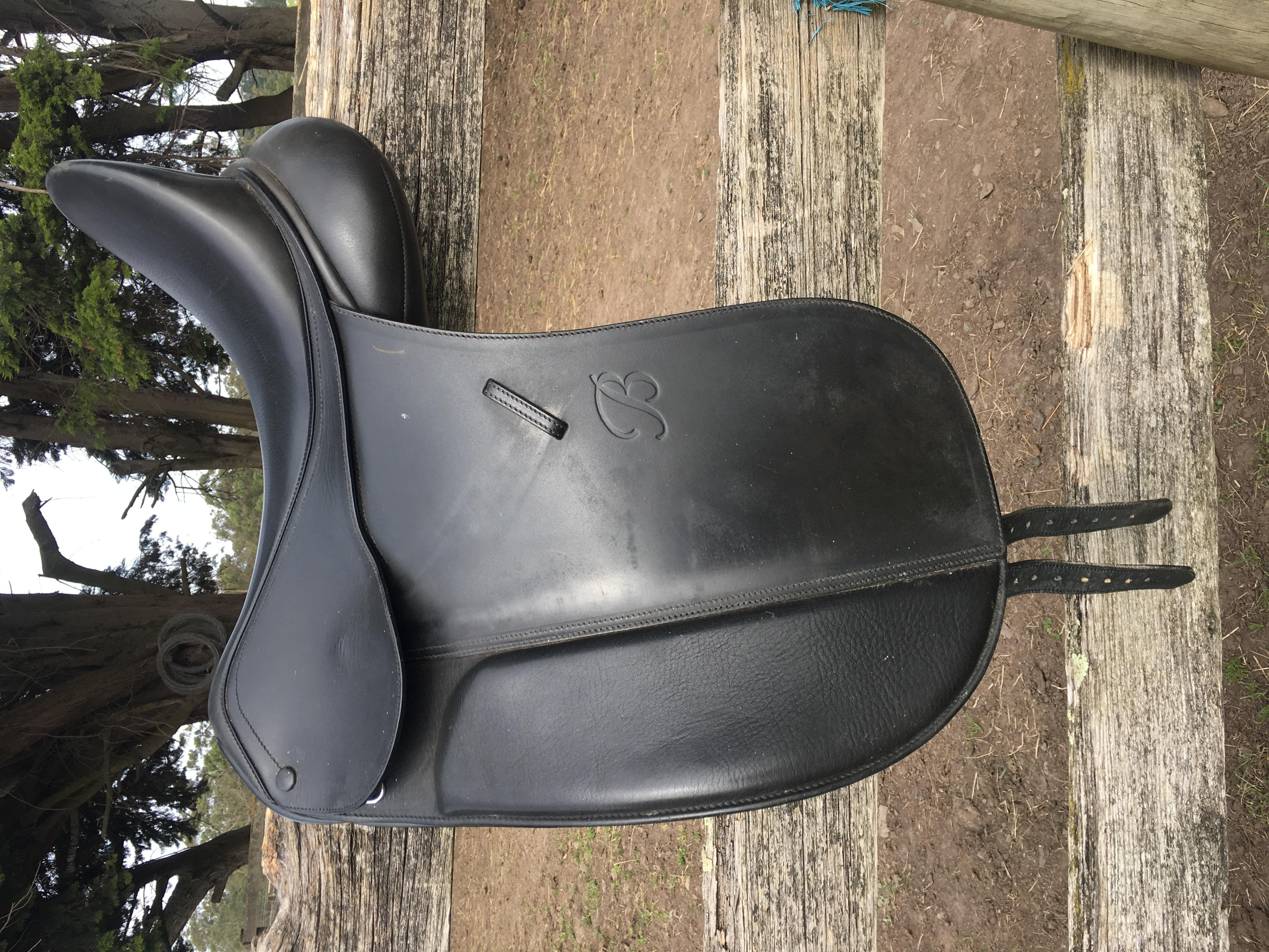 Bates show saddle