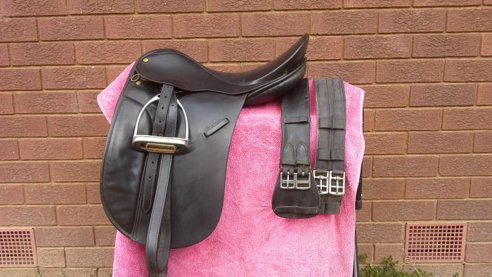 WINDSOR SHOW/DRESSAGE SADDLE -need to sell!!,