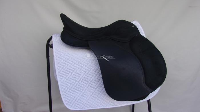 Wintec Pro All Purpose saddle 17""