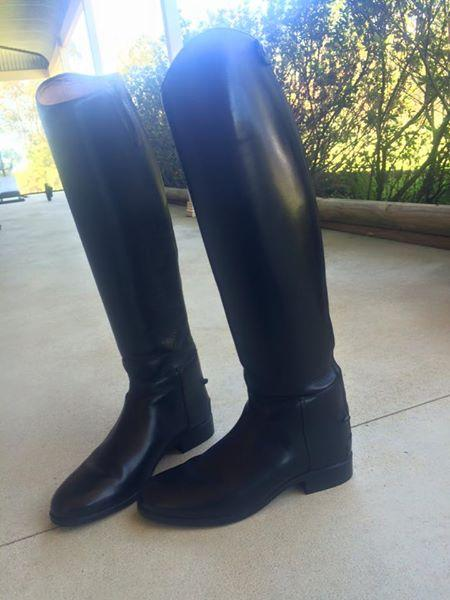 Immaculate Ladies Black Ariat Top Boots