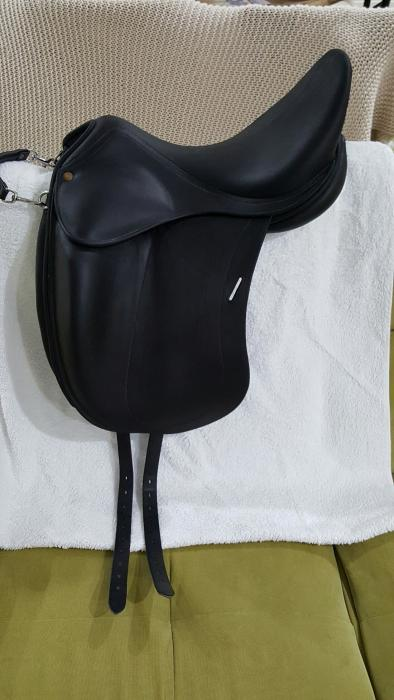 **SUIT NEW BUYER**CHILDERIC DRESSAGE SADDLE