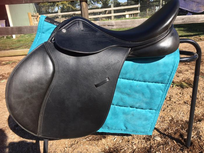 "Trainers ""Spirits"" jump saddle 17 inch"