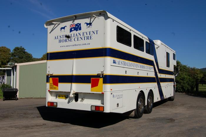 Rivenlee 2008 Hino 6 Horse / 5 Bed
