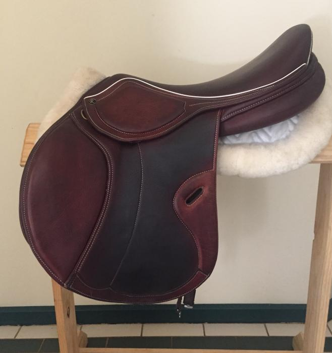Riviera MKII jump saddle