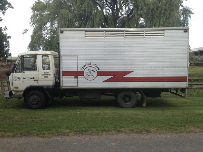 4/5 Horse Truck
