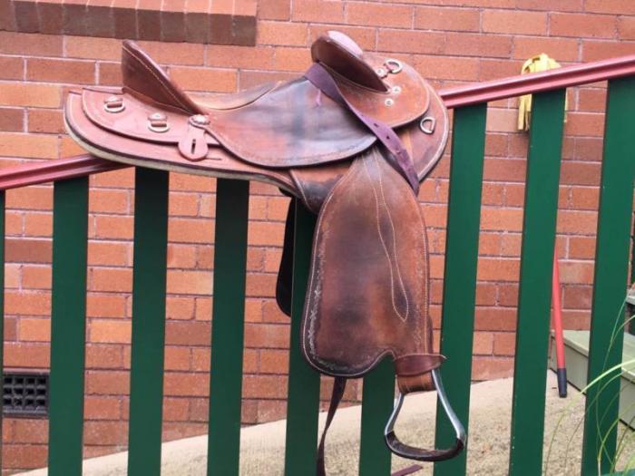 Swinging Fender Saddle 14.5 inch ' Horselines