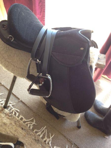 SALE Status super light weight 15 synthetic saddle