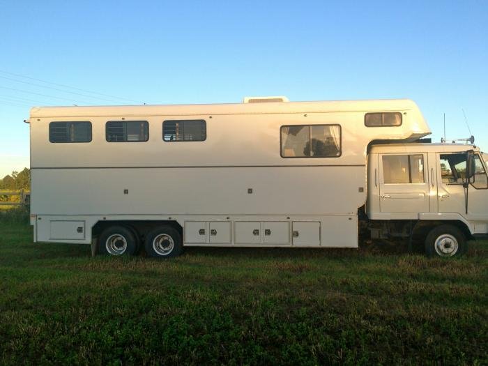 Low km 4 Horse truck for sale: Great Condition