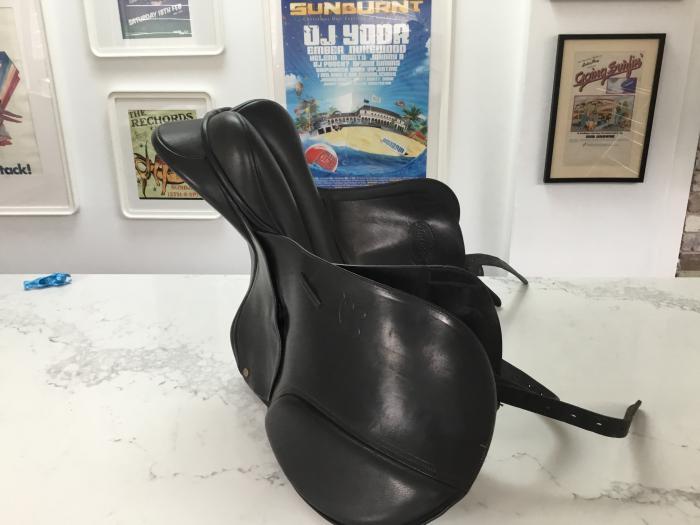 Bates dressage saddle 16inch black