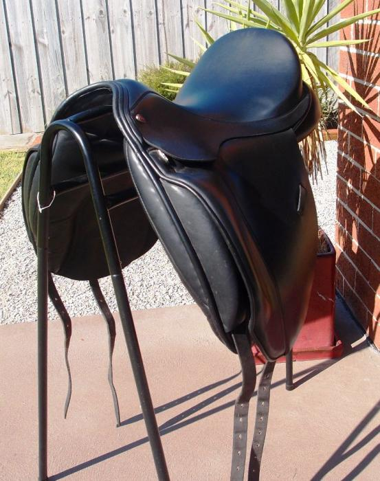 "17.5"" Jeffries Falcon Dressage Saddle M-MW"
