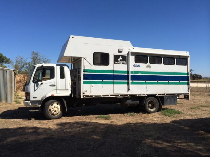 Fantastic 4-5 Horse Truck